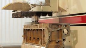 Processus de réparation de bloc moteur Bloc de moteur à combustion interne Rotation du bloc moteur Tour électronique banque de vidéos