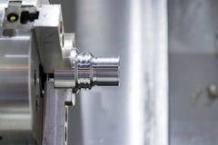 Processus de usinage vide en métal industriel par le tour de commande numérique par ordinateur Image stock