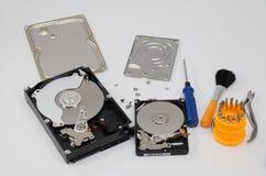 Processus du démontage des disques durs Photos libres de droits