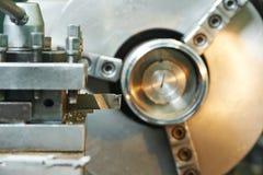 Processus en gros plan de l'usinage en métal Photographie stock libre de droits