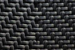 Processus en plastique noir de modèle de vannerie de tisser ou de coudre les matériaux flexibles photo stock