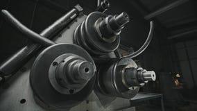Procesu produkcji chylenia metalu zimna drymba na nowożytnej metalworking maszynie zdjęcie wideo