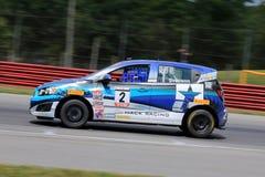 Prochevy sonic-raceauto op de cursus Stock Foto's