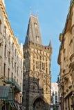 Prochowa brama w starym miasteczku Praga (Prasna braniec) Zdjęcia Royalty Free
