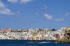Procida, île en mer Méditerranée Photos libres de droits