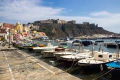 Procida-Insel auf neapolitanischer Bucht in Italien Stockbilder