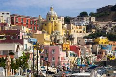Procida-Insel auf neapolitanischer Bucht in Italien Lizenzfreie Stockbilder