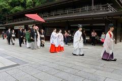 Procissão do casamento em Meiji Shrine no Tóquio imagem de stock royalty free