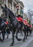Procissão dos hussardos em cavalos durante a parada do 15 de março em Budapest, Hungria foto de stock royalty free