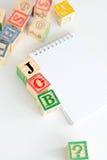 Procura de emprego com os cubos de madeira da letra Imagens de Stock