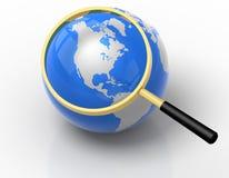 Procurarando o globo Imagem de Stock