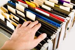 Procurarando um arquivo Fotografia de Stock
