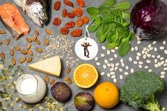 Prodotti alimentari utili per il rafforzamento delle ossa Fotografia Stock