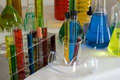 Prodotti chimici ed occhiali di protezione Fotografia Stock