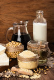 Prodotti della soia (farina di soia, tofu, latte di soia, salsa di soia) Fotografie Stock