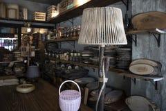 Prodotti domestici di legno della decorazione Prodotti di falegnameria Luce notturna fatta di legno Il deposito è stato tirato da fotografia stock libera da diritti