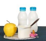 Prodotti lattier-caseario per i bambini Fotografie Stock Libere da Diritti