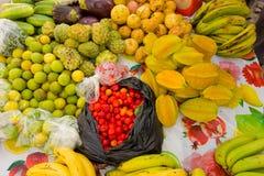 Prodotti tropicali da vendere su Bequia Fotografie Stock