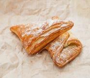 Prodotto bollente dolce sulla carta del mestiere Foto dell'alimento Pasticcerie dolci fotografia stock libera da diritti