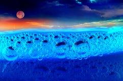 Prodotto chimico della bolla sul fiume royalty illustrazione gratis