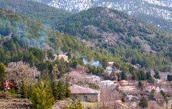 Prodromos bergby, Troodos Cypern Arkivbild