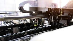 Produção automatizada da placa de circuito eletrônico filme