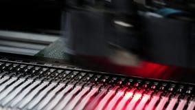 Produção automatizada da placa de circuito eletrônico video estoque
