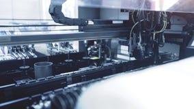 Produção automatizada da placa de circuito eletrônico Tonificação azul filme