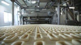Produção de bagels na fábrica filme