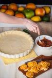 Produção de bolo com citrino Imagem de Stock Royalty Free