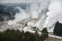 Produção de eletricidade geotérmica fotografia de stock
