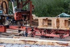 Produção de mesas da escola na loja do woodworking Imagem de Stock Royalty Free