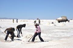 Produção de sal nos planos de sal de Uyuni Foto de Stock Royalty Free