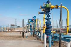 Produção do gás natural de encaixes de gás da fonte Fotos de Stock Royalty Free