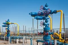 Produção do gás natural de encaixes de gás da fonte Imagens de Stock Royalty Free