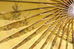 Produção dos guarda-chuvas de papel/guarda-chuvas do papel Fotos de Stock Royalty Free