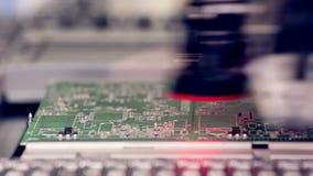 Produção robótico de placa de circuito impresso vídeos de arquivo