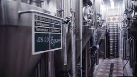 Producción alemana moderna del laboratorio de la cervecería almacen de metraje de vídeo