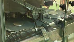 Producción automatizada de medicinas Cadena de producción para la tableta (píldora), los productos farmacéuticos y empaquetar almacen de video