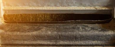 Producción de aceite de rabina, pulido de la violación de semilla oleaginosa en el equipo de producción, industria, rabina que pr imagen de archivo