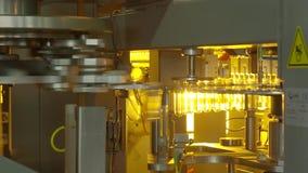 Producción de botellas plásticas de limonada del agua mineral metrajes