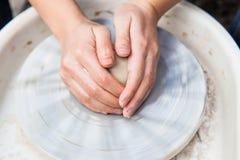 Producción de cerámica Imagenes de archivo