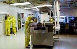 Producción de componentes electrónicos Imágenes de archivo libres de regalías