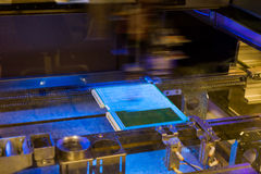 Producción de componentes electrónicos en de alta tecnología Fotos de archivo libres de regalías
