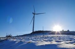 Producción de energía de la turbina del parque eólico foto de archivo libre de regalías