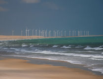 Producción de energía del molino de viento Imágenes de archivo libres de regalías