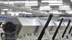 Producción de hilos en una fábrica de la materia textil metrajes