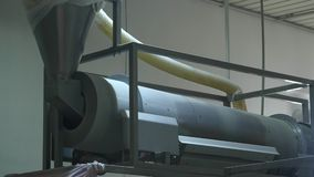 Producción de la fábrica de palillos del maíz dulce almacen de metraje de vídeo