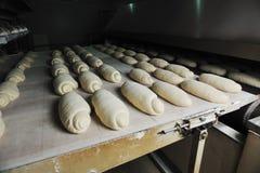 Producción de la fábrica del pan Foto de archivo libre de regalías
