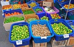 Producción de las verduras frescas en mercado local Foto de archivo libre de regalías